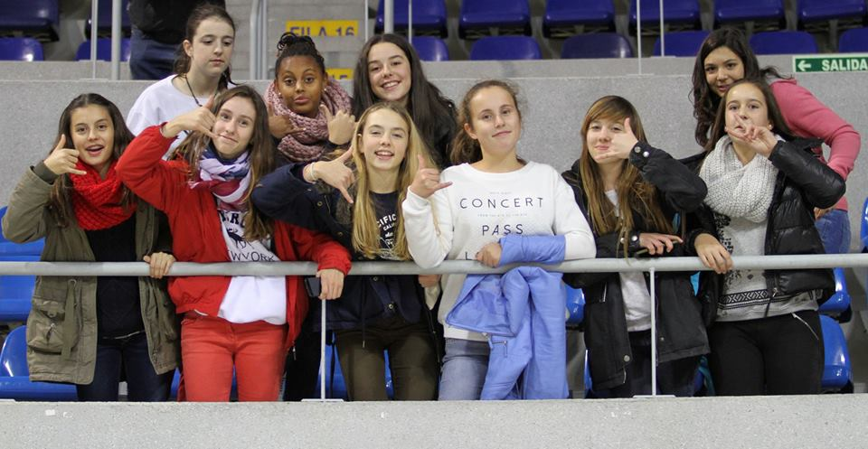 Las jugadores infantiles de Kells College Némesis, en el derbi cántabro de baloncesto
